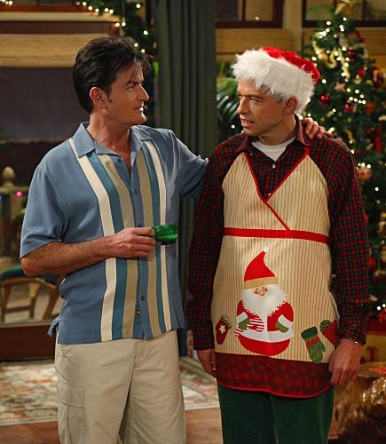 Jon Cryer e Charlie Sheen nell'episodio Warning, It's Dirty di Due uomini e mezzo