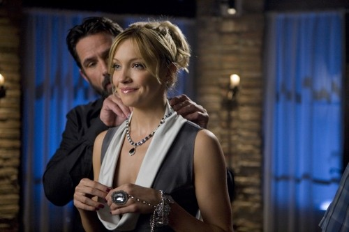 Katie Cassidy e Billy Campbell nell'episodio Oriole di Melrose Place