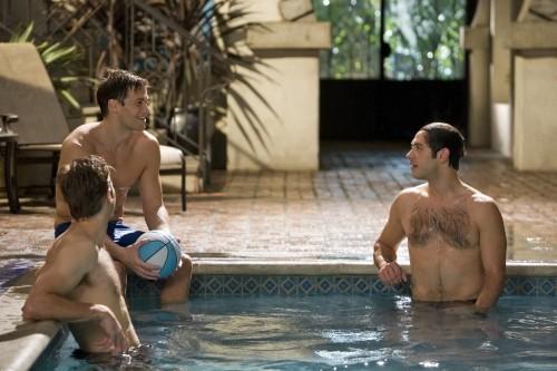Melrose Place: Nick Zano, Michael Rady e Shaun Sipos in piscina nell'episodio Mulholland