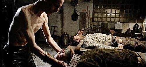 Un'immagine delle vittime dell'horror Shadow con Nuot Arquint