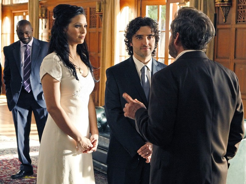 Alimi Ballard, Navi Rawat, David Krumholtz e Peter MacNicol nell'episodio Cause and Effect di Numb3rs