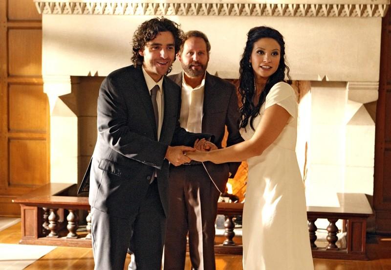 Amita (Navi Rawat) e Charlie (David Krumholtz) convoleranno finalmente a nozze nell'episodio Cause and Effect di Numb3rs
