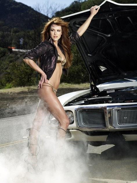 Danneel Harris in una foto sexy per il magazine Maxim