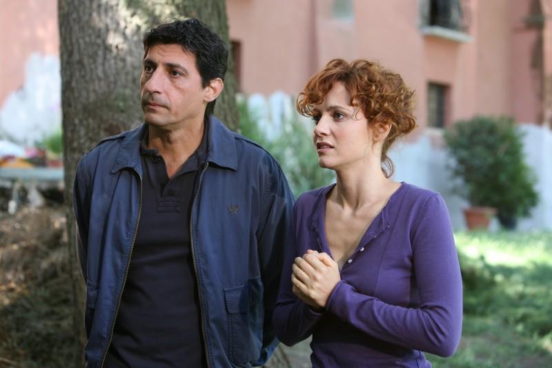 Emilio Solfrizzi e Camilla Filippi in una scena di Tutti pazzi per amore 2