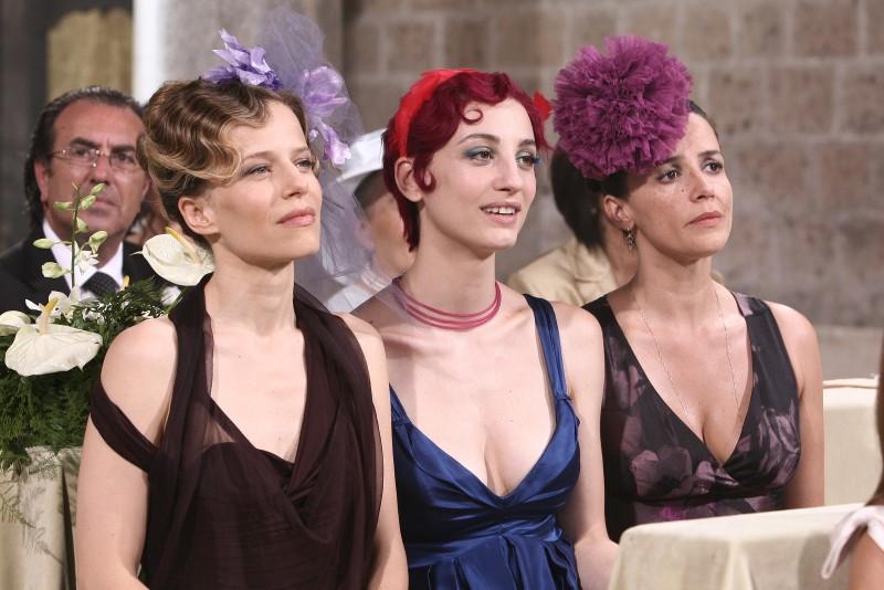 Tutti pazzi per amore 2: una foto di Sonia Bergamasco, Francesca Inaudi e Irene Ferri