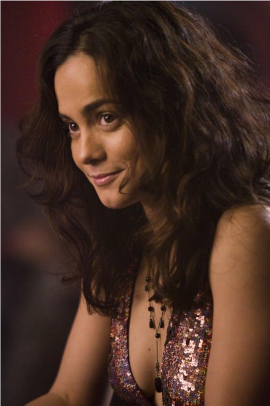 Alice Braga in un'immagine del film Repo Men