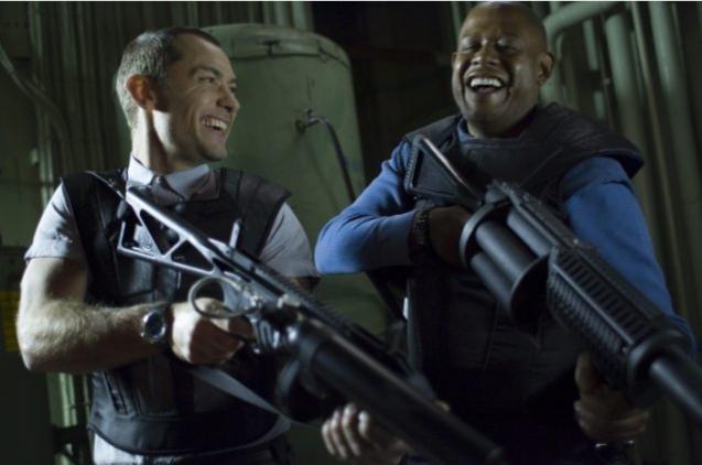 Jude Law e Forest Whitaker in una scena del film Repo Men