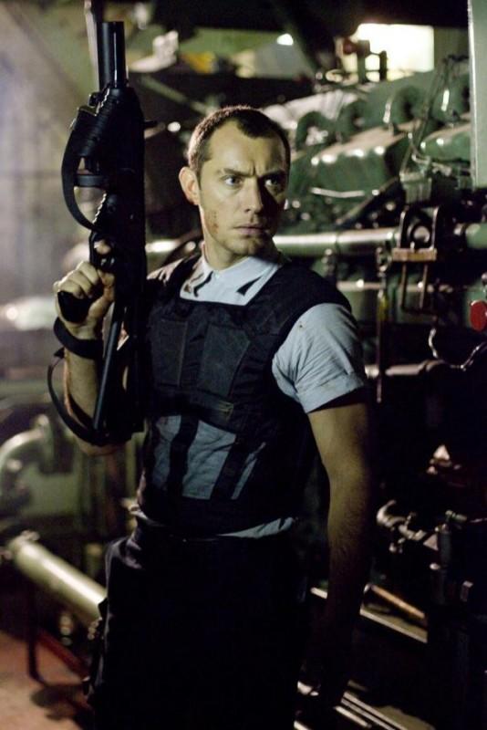 Jude Law in un'immagine del film Repo Men