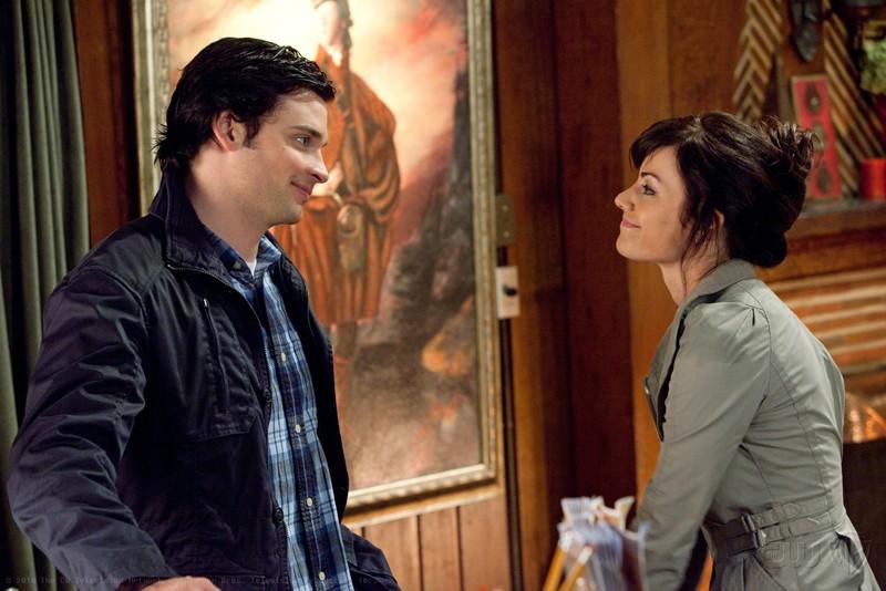 Clark (Tom Welling) e Lois (Erica Durance) fuori città in un momento dell'episodio Escape di Smallville