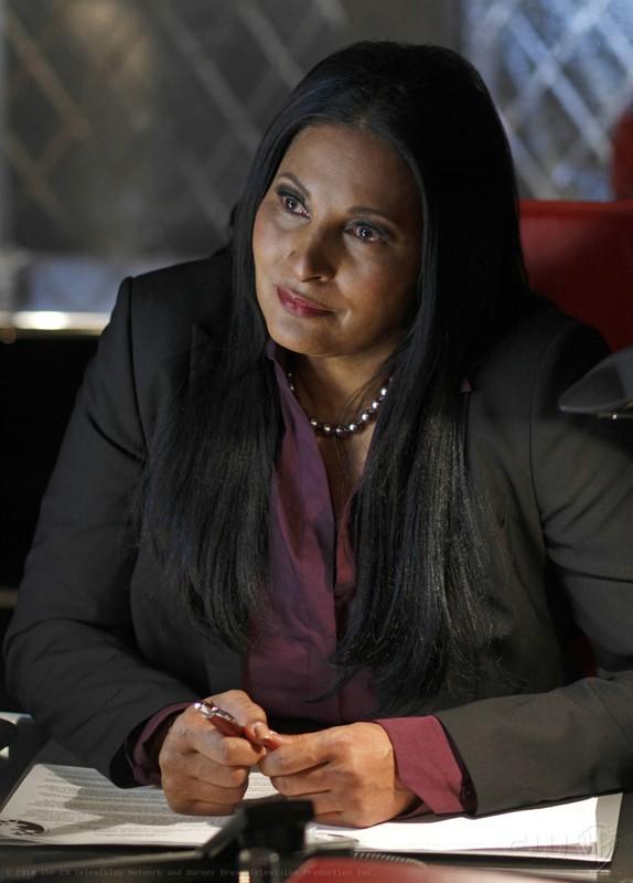 L'agente Amanda Waller (guest star Pam Grier) nell'episodio Checkmate di Smallville