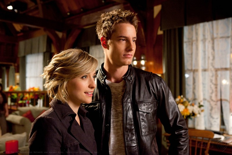 Un'immagine tratta dall'episodio Escape di Smallville con Allison Mack e Justin Hartley