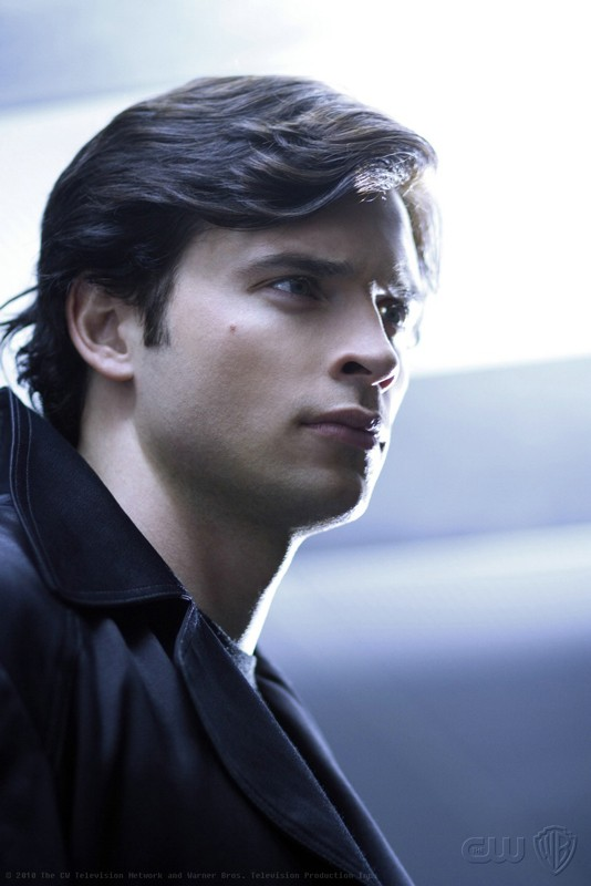Un primo piano del supereroe (Tom Welling) protagonista dell'episodio Checkmate di Smallville