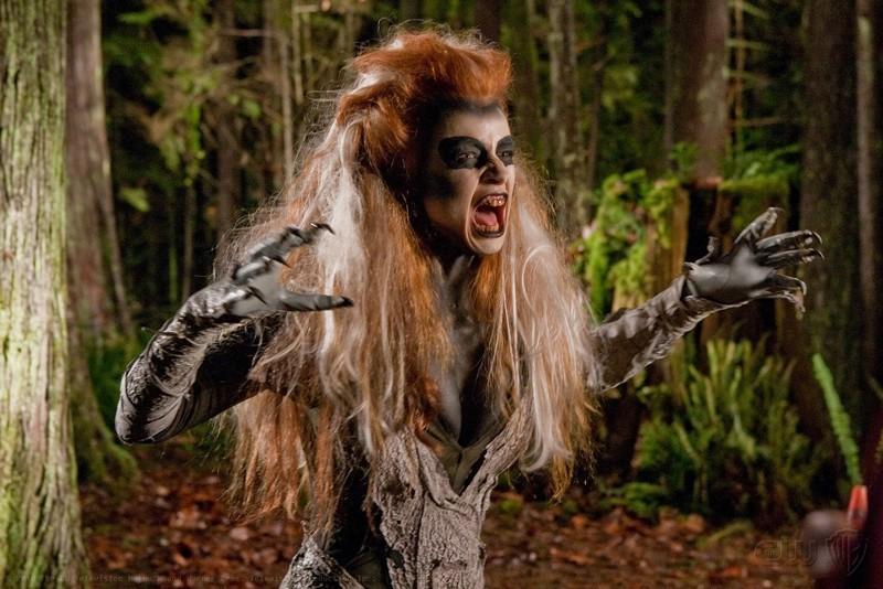 Una scena dell'episodio Escape di Smallville con l'urlantrice: Silver Banshee (Odessa Rae)