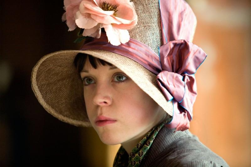 Antonia Campbell-Hughes in un'immagine del film Bright Star
