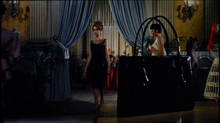 Ariana Gorini e Claude Dantes in una scena del film Sei donne per l'assassino (1964)