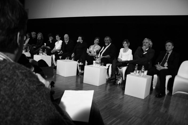 Carla Signoris e Abatantuono durante la conferenza stampa per Happy Family (foto di Marilù Paguni)