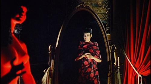 Claude Dantes in una sequenza del film Sei donne per l\'assassino