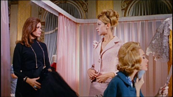 Eva Bartok con Ariana Gorini e Mary Arden in una scena del film Sei donne per l\'assassino (1964)