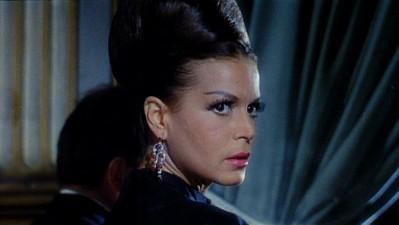 Eva Bartok in una sequenza del film Sei donne per l\'assassino