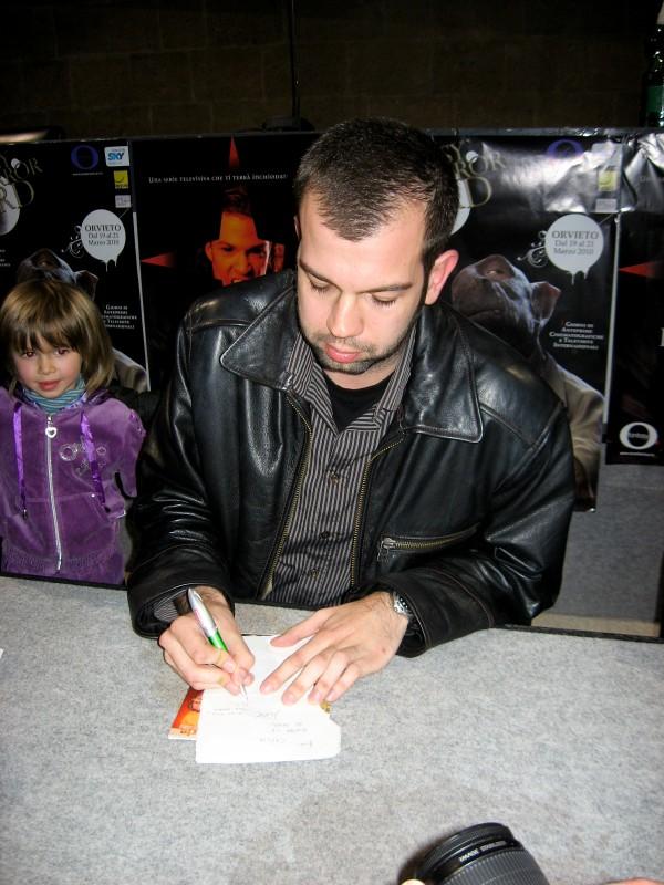 Fantasy Horror Award 2010: Milan Todorovic co-autore di Zone of the Dead, firma gli autografi.