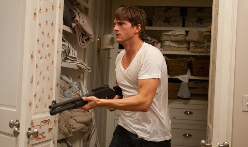 Il killer professionista Spencer (Ashton Kutcher) in una scena del film Killers