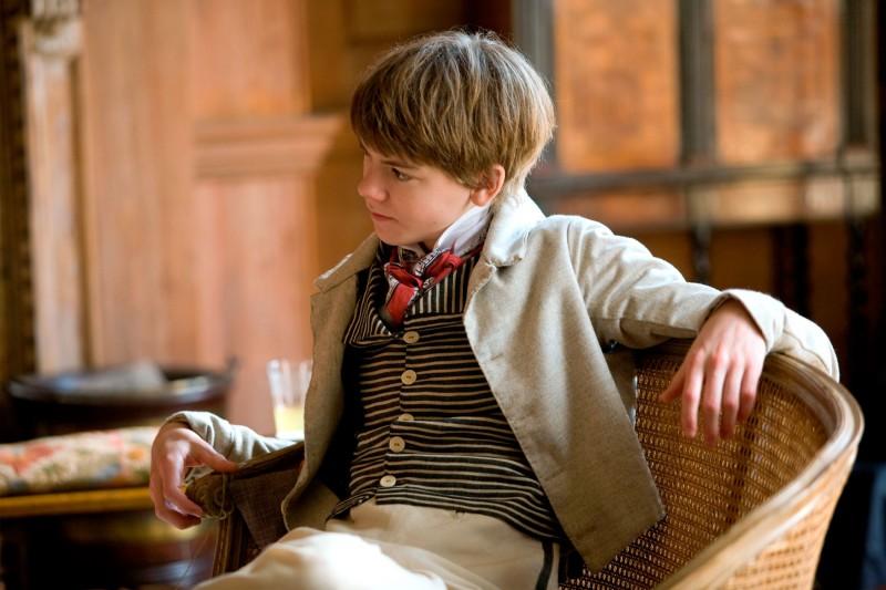 Il piccolo Thomas Brodie-Sangster in un'immagine del film Bright Star