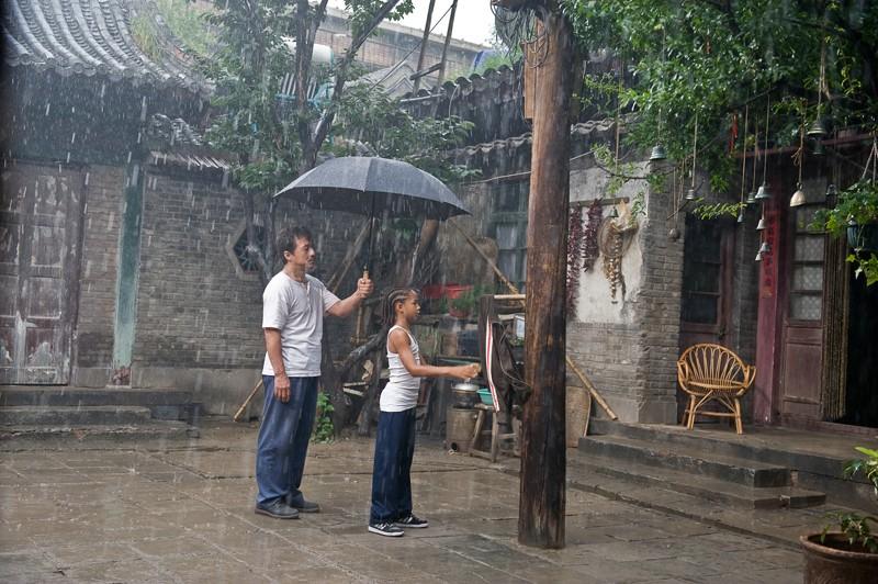 Jaden Smith e Jackie Chan si allenano sotto la pioggia del remake di Karate Kid