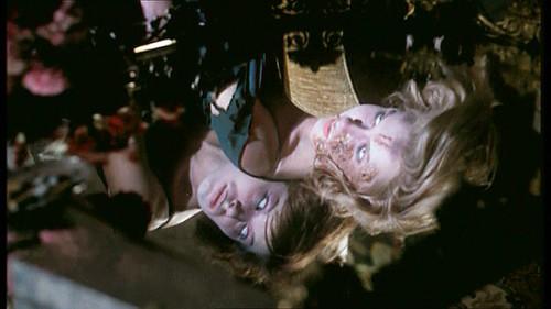 Mary Arden e Lea Lander in una scena del film Sei donne per l\'assassino