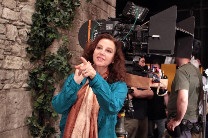 Stefania Sandrelli dirige Christine Cristina, suo primo film da regista