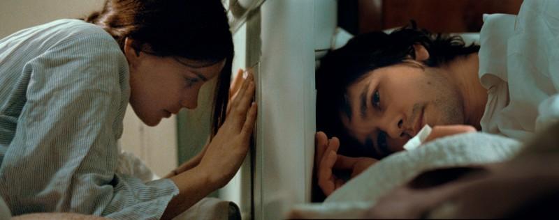 Un'immagine del film Bright Star con Abbie Cornish e Ben Whishaw