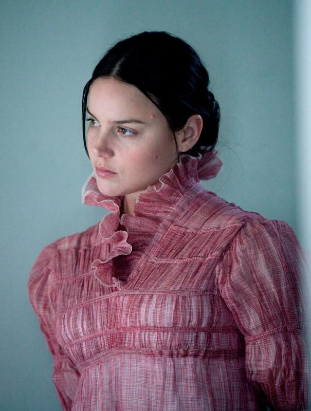 Un'immagine di Abbie Cornish dal film Bright Star