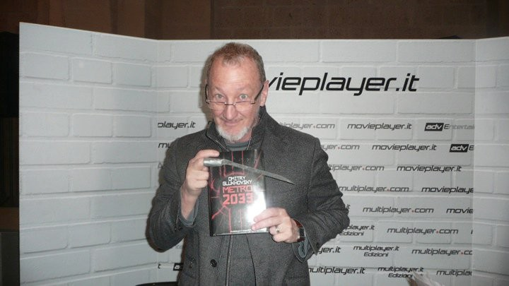 Fantasy Horror Award 2010: il grande Robert Englund davanti allo stand di Movieplayer.it