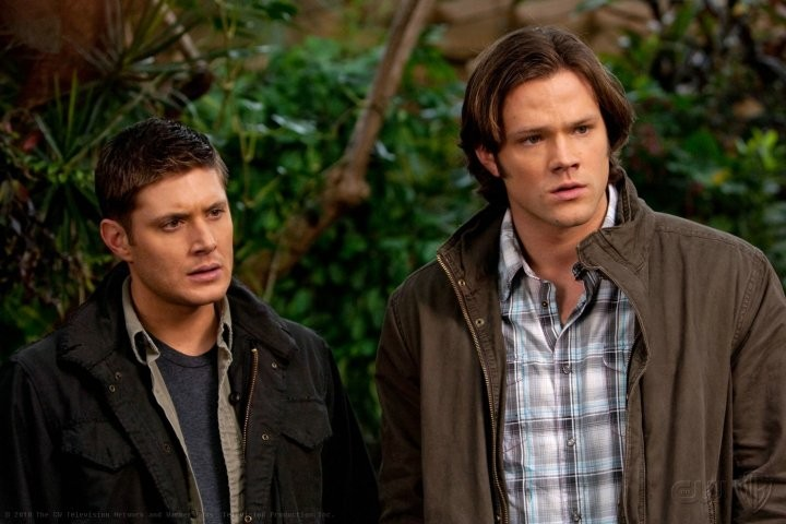 Jensen Ackles e Jared Padalecki in una scena dell'episodio Dark Side of the Moon di Supernatural
