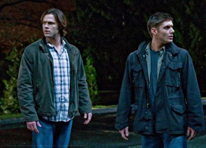 Jensen Ackles e Jared Padalecki nell'episodio Dark Side of the Moon di Supernatural