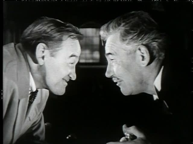 Barry Fitzgerald e Walter Huston in una scena del film Dieci piccoli indiani
