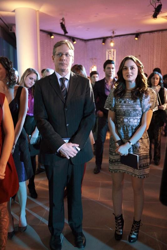 Blair (Leighton Meester) e il un cliente importante alla sfilata di Eleanor nell'episodio The Empire Strikes Jack