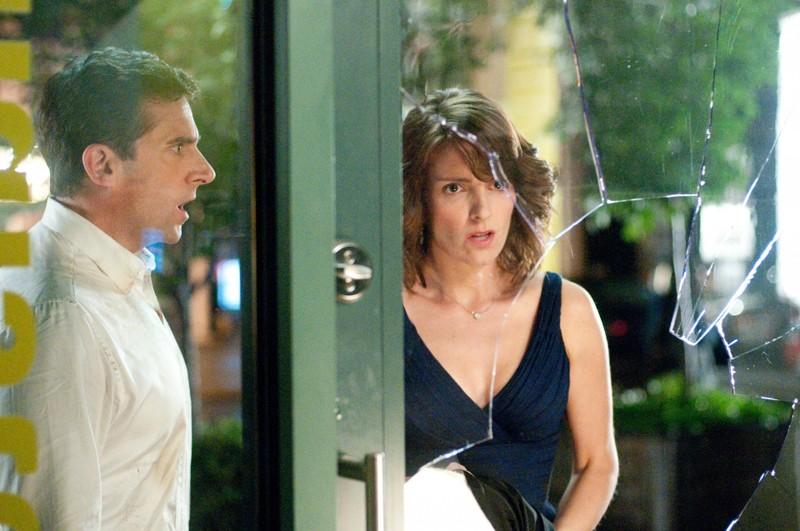 I nostri protagonisti (Steve Carell e Tina Fey) in una sequenza del film Date Night