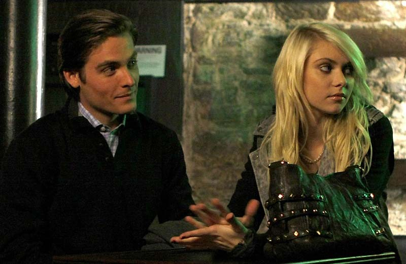 Kevin Zegers (Damien) e Taylor Momsen (Jenny) nell'episodio The Last Days of Disco Stick