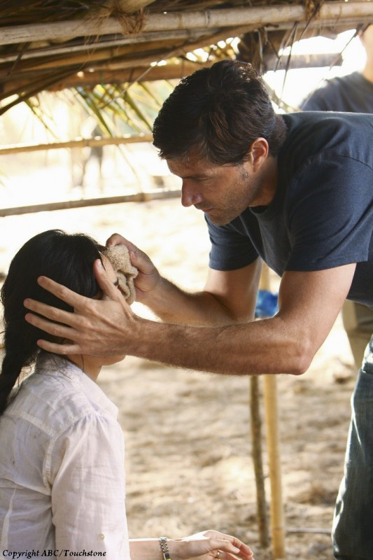 Matthew Fox e Yunjin Kim in una scena dell'episodio The Package di Lost