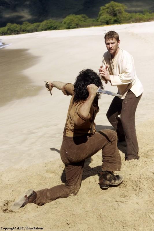 Nestor Carbonell lotta con Mark Pellegrino nell'episodio Ab Aeterno di Lost