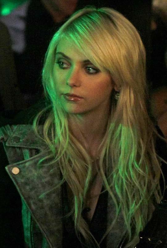 Un primo piano di Taylor Momsen (Jenny) nell'episodio The Last Days of Disco Stick della terza stagione Gossip Girl