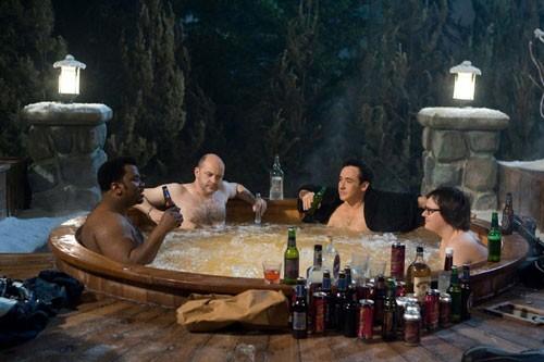 Craig Robinson, Rob Corddry, John Cusack e Clark Duke in una scena di Hot Tub Time Machine
