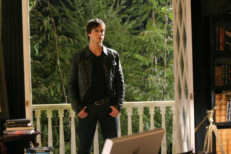 L'arrivo di Damon (Ian Somerhalder) in casa Salvatore nel Pilot di Vampire Diaries