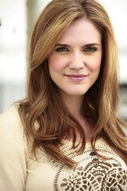 La bellissima Sara Canning in uno scatto promo per l'episodio History Repeating di Vampire Diaries