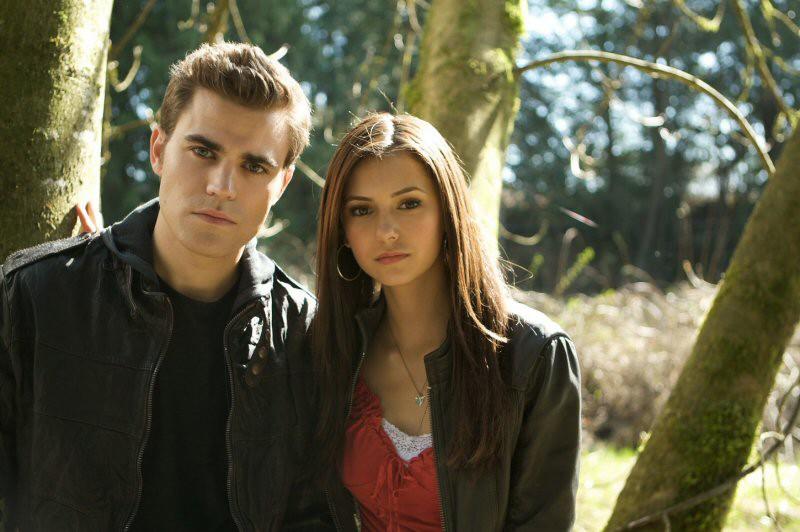 Paul Wesley e Nina Dobrev posano per uno scatto promo del Pilot di The Vampire Diaries