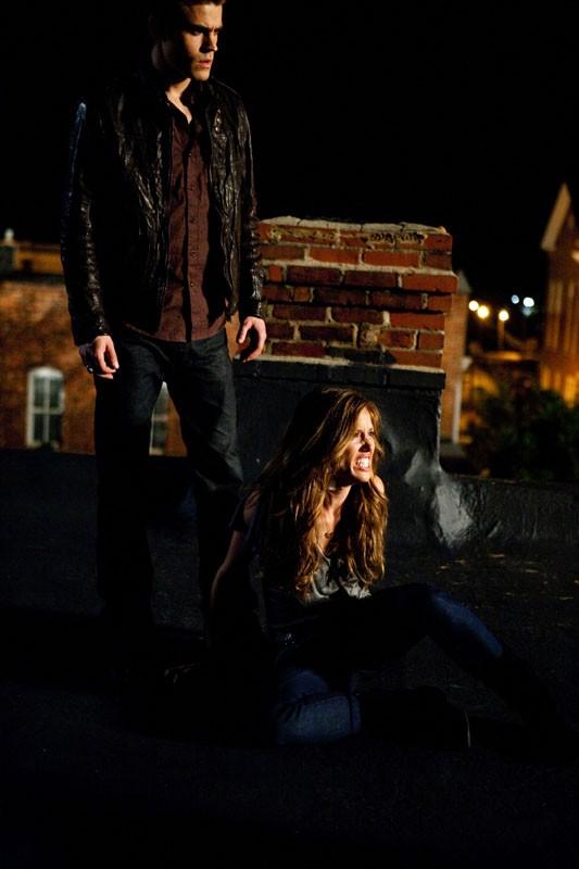 Stefan (Paul Wesley) e Vicki (Kayla Ewell) nell'episodio La Notte della Cometa di Vampire Diaries
