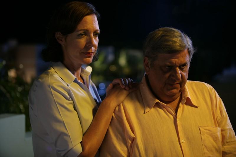 Allison Janney e Michael Lerner in una scena del film Perdona e dimentica