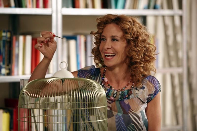 Carlotta Natoli nell'episodio Una carezza in un pugno di Tutti pazzi per amore 2