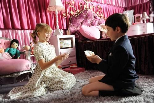I piccoli Maxime Godart ed Elisa Heusch in una scena de Il piccolo Nicolas e i suoi genitori