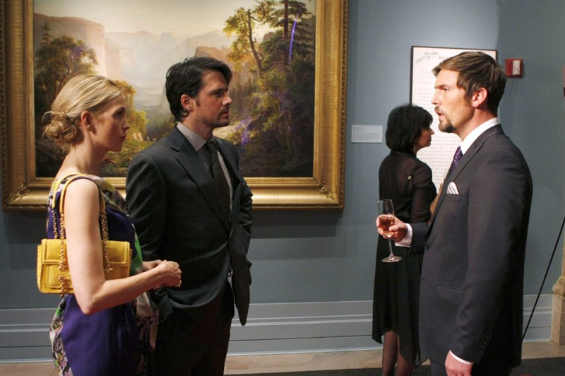 Kelly Rutherford, Matthew Settle e Desmond Harrington nell'episodio The Sixteen Year Old Virgin di Gossip Girl
